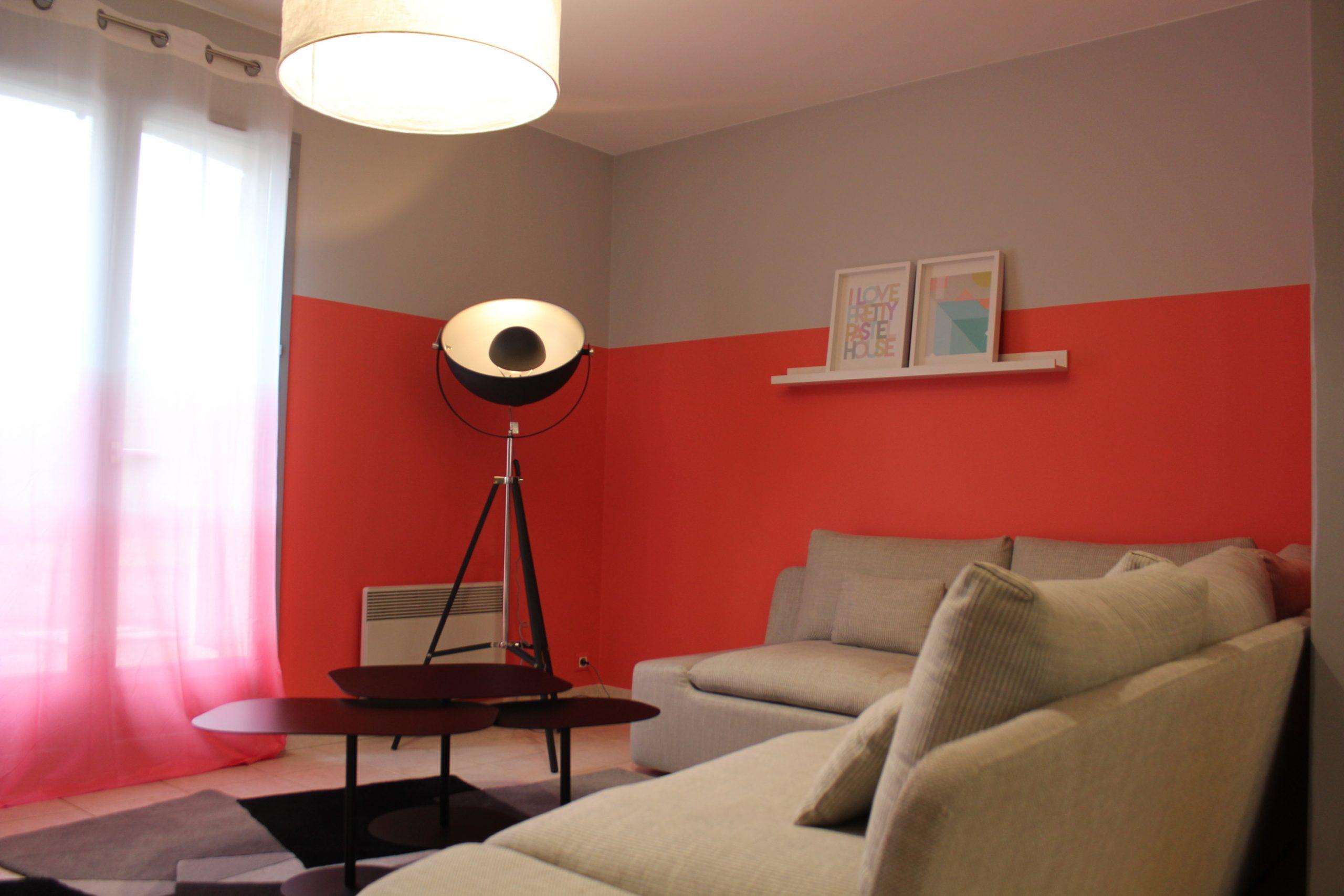 Un salon modern et coloré